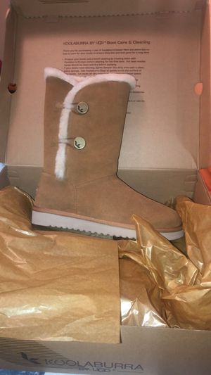 Kookaburra by uggs boots for Sale in Elizabeth, NJ