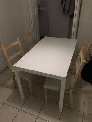 Dining table and tv for Sale in Miami, FL