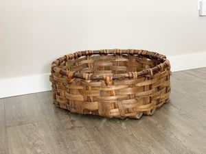 Medium sized round basket for Sale in Auburn, WA
