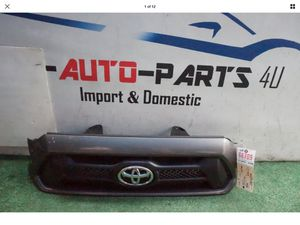 TOYOTA TACOMA FRONT BUMPER GRILLE OEM 2012 2013 2014 2015 for Sale in Compton, CA