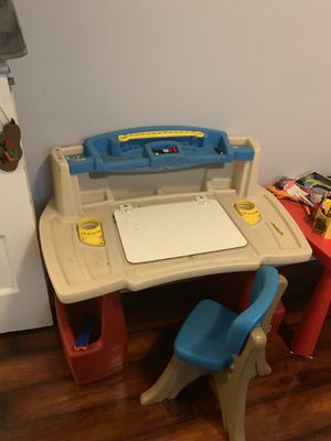 Kid desk with chair for Sale in Englewood, NJ