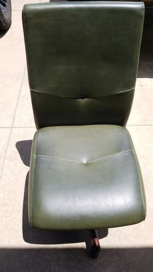 Green leather Office chair for Sale in Fountain, CO