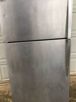 Whirlpool Stainless Refrigerator for Sale in Oregon City,  OR
