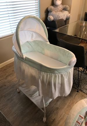 Baby bassinet for Sale in Fresno, CA