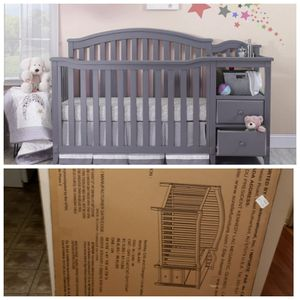 Baby crib 4 in 1 with changing table for Sale in Trenton, NJ