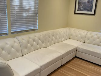 White Sectional Couch With Ottoman for Sale in Los Angeles,  CA