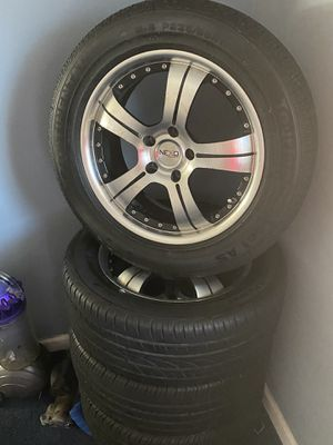 Para toyota o Nisan oltima 265/55/R17 y para Tacoma 265/65/R17 for Sale in Adelphi, MD