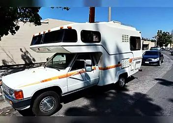 toyota 1986 sunrader great camper for Sale in Swansea,  IL