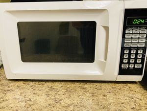 Hamilton beach microwave. White and in great condition! for Sale in Alexandria, VA