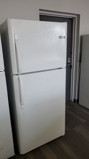 Frigidaire Top Freezer Refrigerator - warranty included for Sale in Sacramento, CA