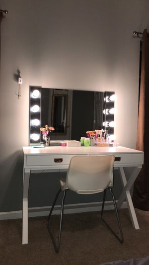 Vanity desk with usb outlet and power outlet for Sale in Fullerton, CA