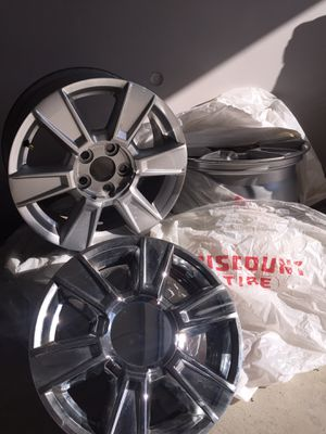 2013 GMC Terrain stock rims w/plastic chrome caps for Sale in North Ridgeville, OH