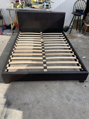 Queen size bed frame for Sale in View Park-Windsor Hills, CA