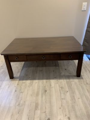 American Signature coffee table with glass protective top for Sale in Orefield, PA