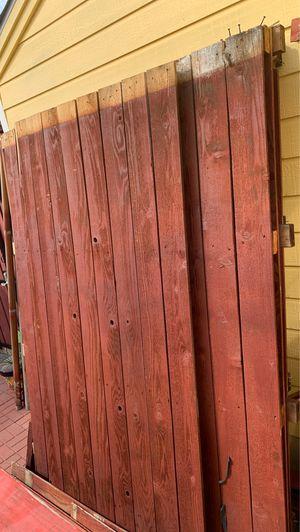Cerca de cedro y postes for Sale in Dallas, TX