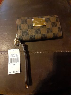 Micheal kors wallet for Sale in Fresno, CA