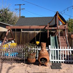 Wooden Rainbow Swingset for Sale in Los Angeles,  CA