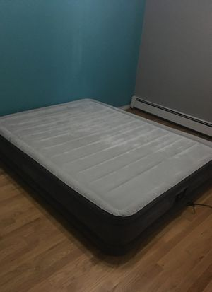 Queen Size Air Mattress for Sale in Providence, RI
