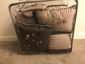 Queen comforter with matching pillows for Sale in San Francisco, CA