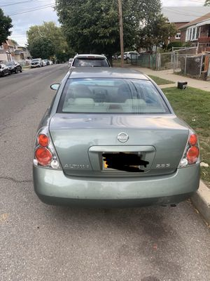 2005 Nissan Altima it has a clean nyc title with a 173 miles just need some body work and catalytic Converter only asking 1100 or best over need gone for Sale in Brooklyn, NY
