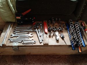 Lot of (100plus) craftsman tools.(V-VV-G SERIES @MORE) for Sale in Appomattox, VA