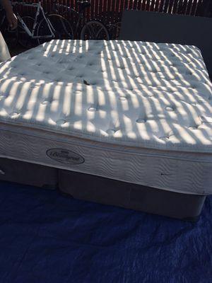 Colchón con sus box spring cal kin size for Sale in Stockton, CA