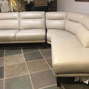 Italian beige leather sectional couch from Costco for Sale in Lakewood, WA
