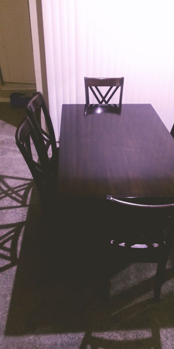 Beautiful dinning room table Must sell this weekend!