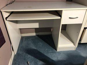 White Computer Desk for Sale in Stone Mountain, GA
