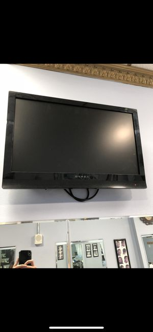 """Dynex TV 22"""", with wall mount, remote control for Sale in Brooklyn, NY"""