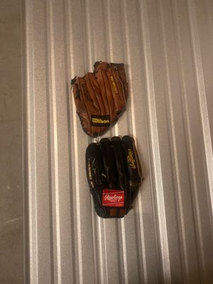 Rwalings and wilson baseball glove for Sale in Beaverton, OR