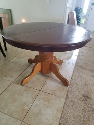 Round Table for Sale in Dundee, FL
