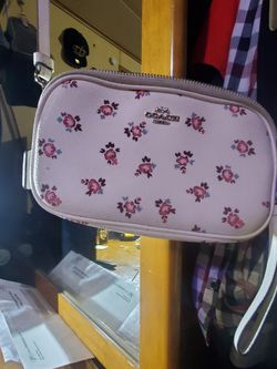 Couch Small Crossbows Purse for Sale in Gresham,  OR