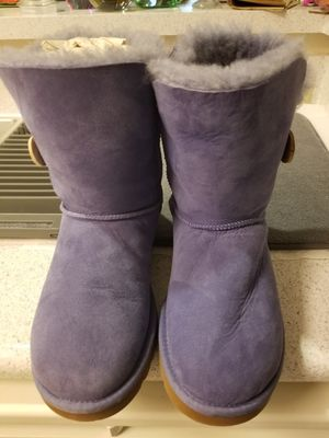 Uggs Button Bailey Short Purple Sz.8 for Sale in Bethesda, MD