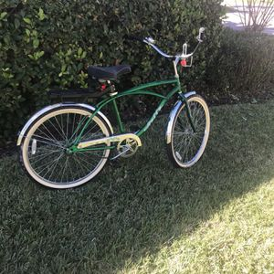 26 inch wheel Huffy Classic beach edition New tires new Seat pedal brake no rust back rack for Sale in Tampa, FL