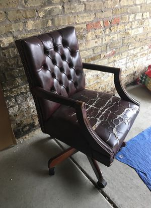 Burgundy executive office chair seat needs repair for Sale in Chicago, IL