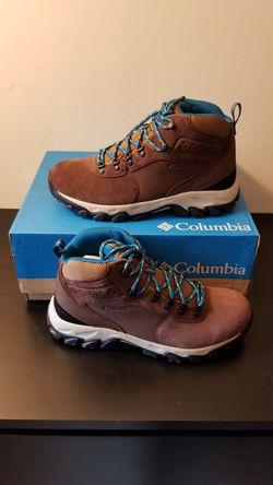 COLUMBIA WINTER BOOTS in men's size 8.5, 12 for Sale in Alexandria,  VA