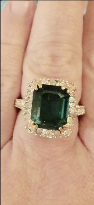 Size 8. Gold Fill Ring. Green CZ. Beautiful. Jewelry for Sale in Fort Myers, FL