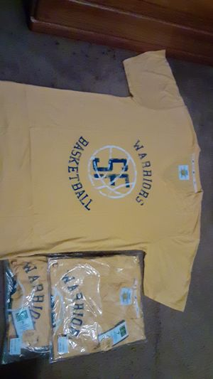 Camisetas de los warriors talla large I got 3 of those for Sale in Hayward, CA