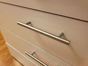 4-drawer dresser with metal handles for Sale in Wichita, KS