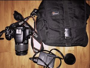 CANON EOS REBEL T2i BUNDLE ~ basically brand new! for Sale in NO POTOMAC, MD