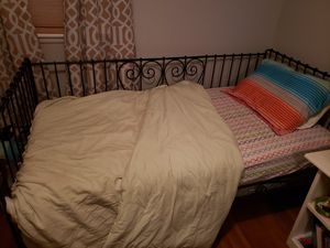 Twin day bed, mattress and bedding for Sale in Versailles, KY