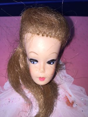 EARLY VINTAGE BARBIE DOLL HEAD for Sale in Brea, CA