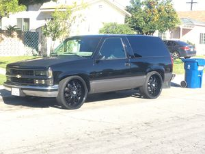 97 Tahoe 2wd for Sale in Huntington Park, CA