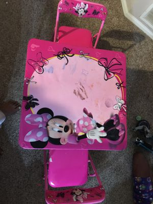 Minnie Mouse kids Table (torn in chair) for Sale in Dublin, OH