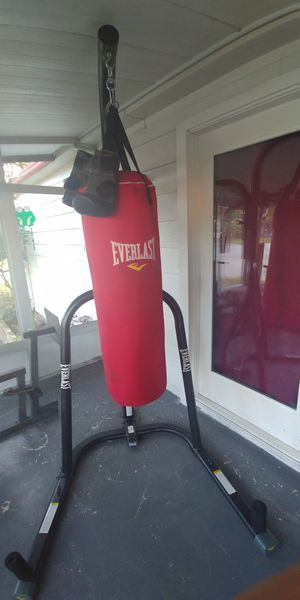 EVERLAST PUNCHING BAG WITH STAND for Sale in Lakeland, FL