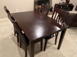 Expandable Family Room Table & Chairs for Sale in Lincolnia, VA
