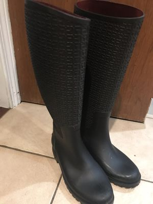 Tommy Hilfiger rain boots size 7 for Sale in Middleton, MA