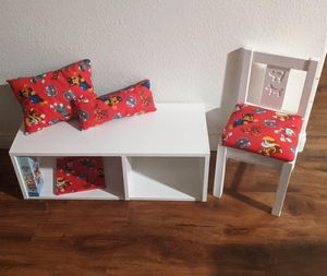 CHILDS CUTE STURDY WHITE WOODEN BOOKSHELF CUBBY BENCH with STORAGE CHAIR & PILLOWS for Sale in Perris, CA