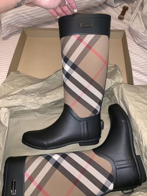 Burberry rain boots (authentic) for Sale in Bronx, NY